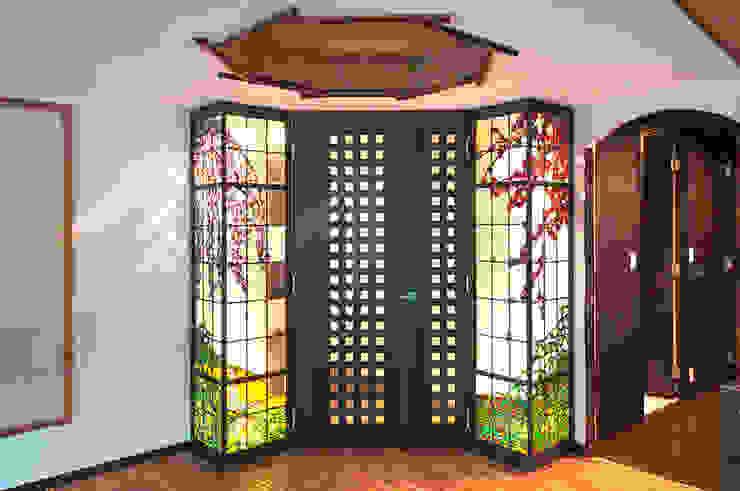 Окна и двери в . Автор – マルグラスデザインスタジオ,