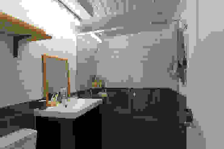 작업실 같은 집 모던스타일 욕실 by 매트그라퍼스 모던 타일
