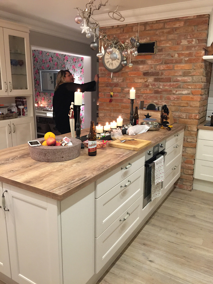Country style kitchen by miacasa Country
