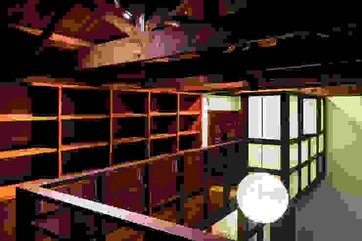 Refurbishment in Teusuillo, Bogotá Modern corridor, hallway & stairs by SDHR Arquitectura Modern Wood Wood effect