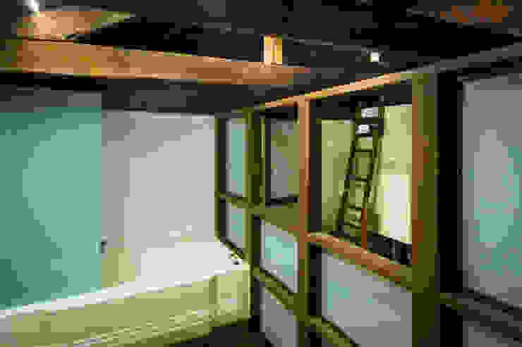 Refurbishment in Teusuillo, Bogotá Modern bathroom by SDHR Arquitectura Modern Iron/Steel