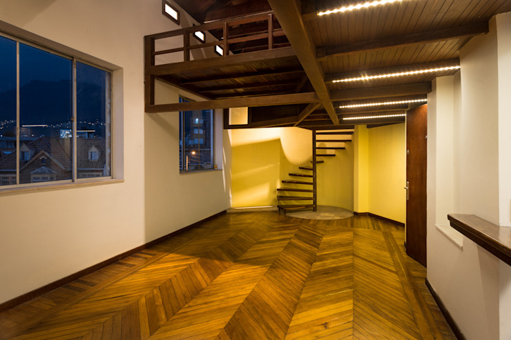Refurbishment in Teusuillo, Bogotá Modern living room by SDHR Arquitectura Modern Wood Wood effect