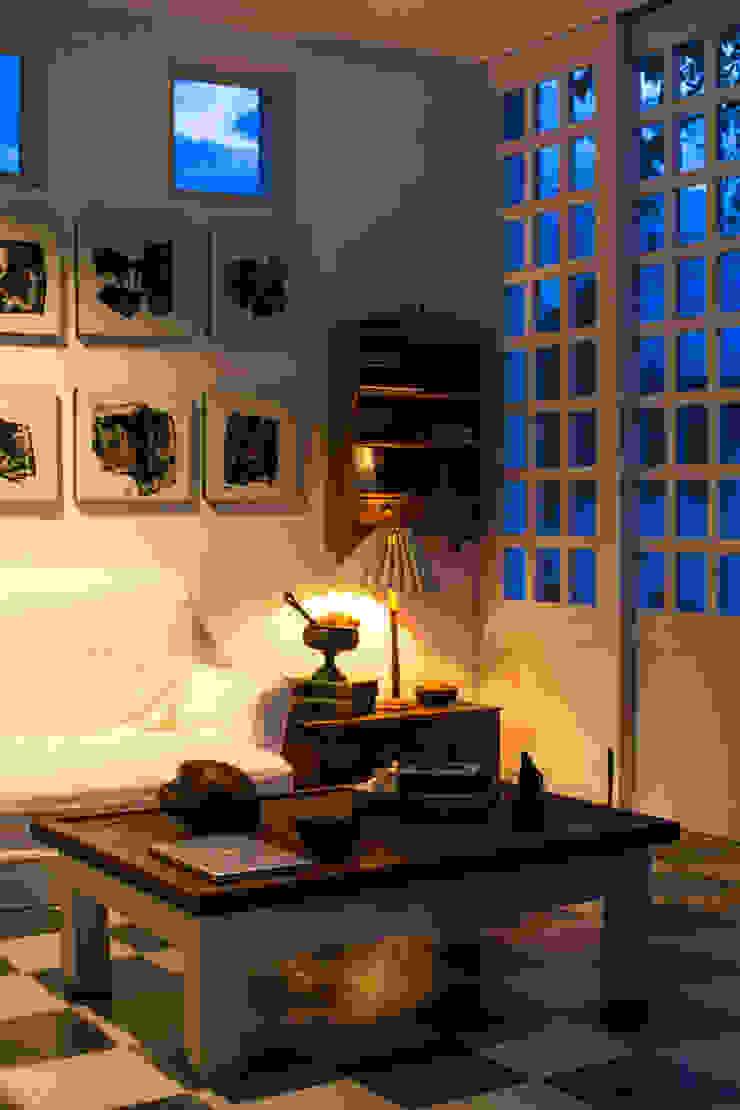 SDHR Arquitectura Modern living room Limestone White