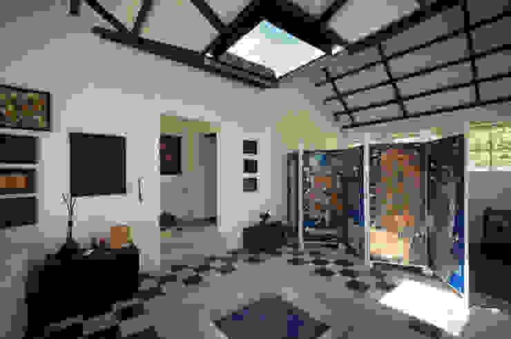 Escalera Acceso a Terraza Pasillos, vestíbulos y escaleras de estilo moderno de SDHR Arquitectura Moderno Azulejos