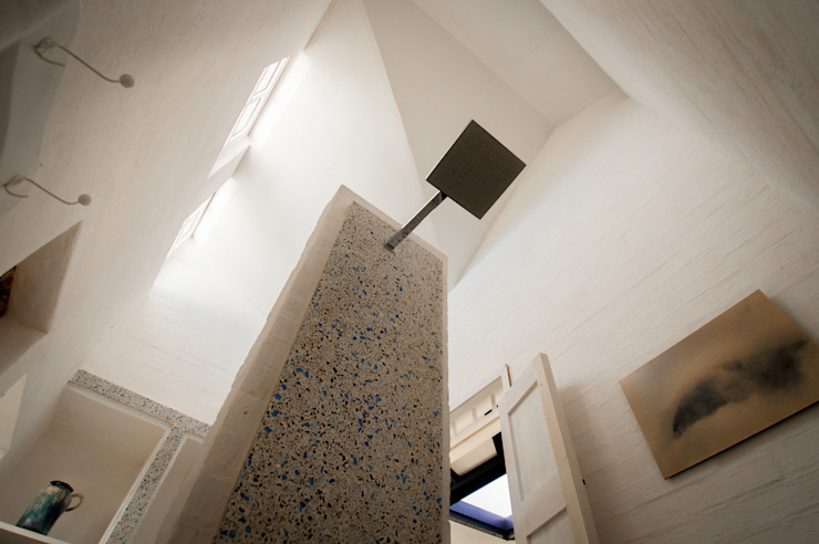 Modern Bathroom by SDHR Arquitectura Modern Tiles