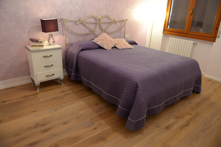 Restauro appartamento Parquet Rovere Art. Mandola Oliato Pareti & Pavimenti in stile moderno di HAPPYLEGNO Moderno Legno Effetto legno