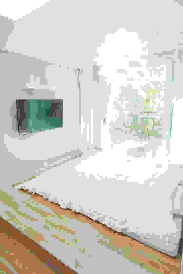 따뜻한 햇살이 있는 다둥이네 인테리어 지중해스타일 침실 by 퍼스트애비뉴 지중해