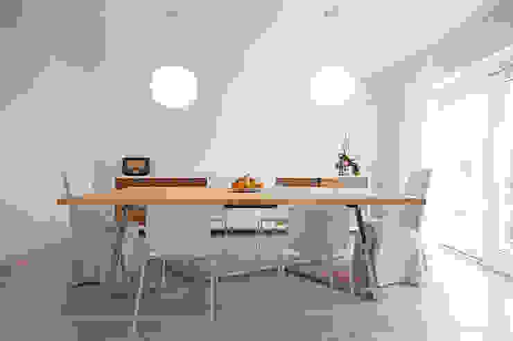 Casa in collina moderno Laboratorio Sala da pranzo moderna