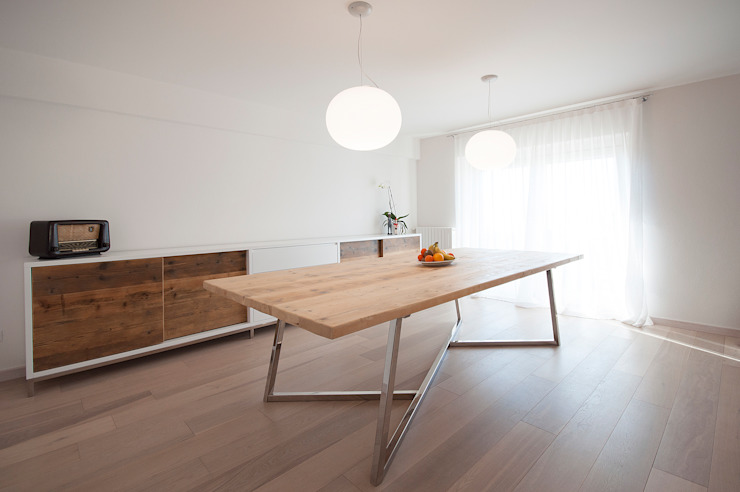 Casa in collina moderno Comedores de estilo moderno de Laboratorio Moderno