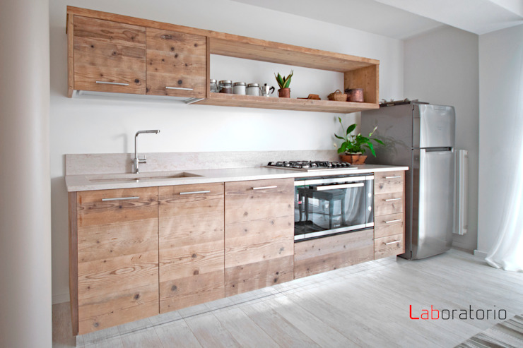 Casa in collina stile classico Cocinas de estilo moderno de Laboratorio Moderno