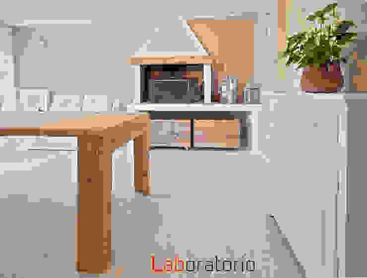 Casa in collina stile classico Comedores de estilo moderno de Laboratorio Moderno