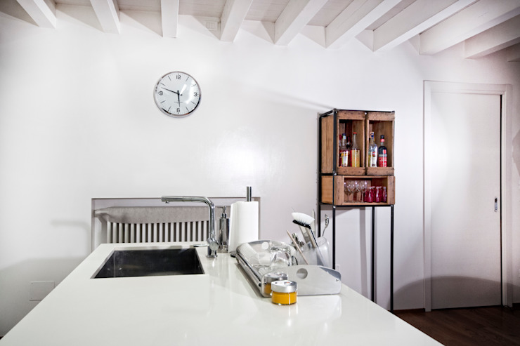 Cucina abitazione Cocinas de estilo moderno de Laboratorio Moderno