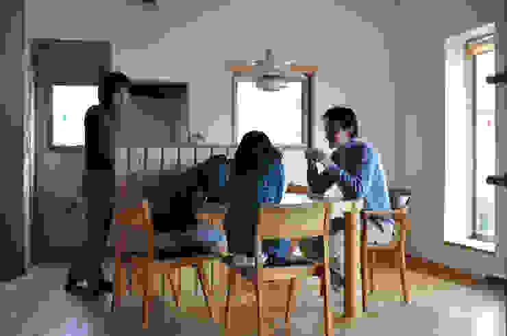 円形テーブル(造り付け) モダンデザインの ダイニング の (株)独楽蔵 KOMAGURA モダン