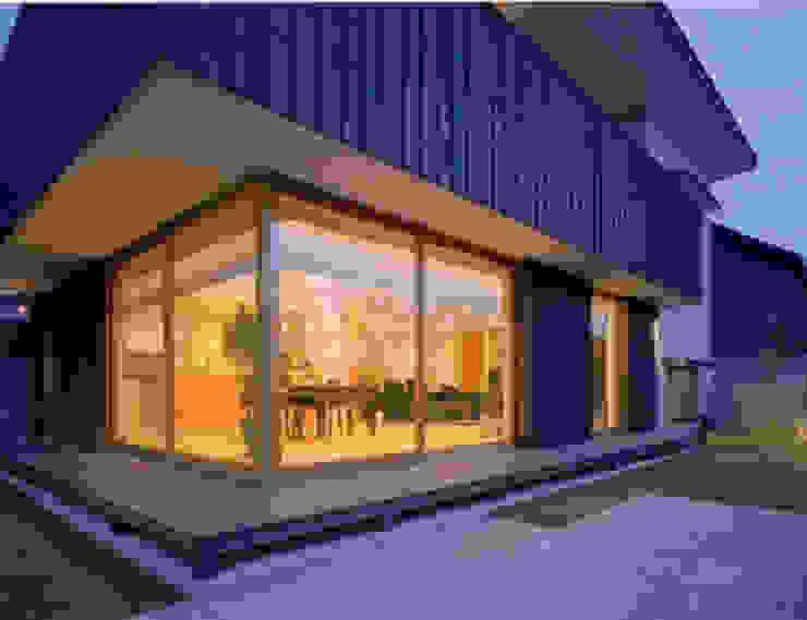 S邸 モダンな 家 の 株式会社アマゲロ / amgrrow Co., Ltd. モダン