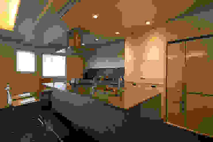 M邸 モダンな キッチン の 株式会社アマゲロ / amgrrow Co., Ltd. モダン
