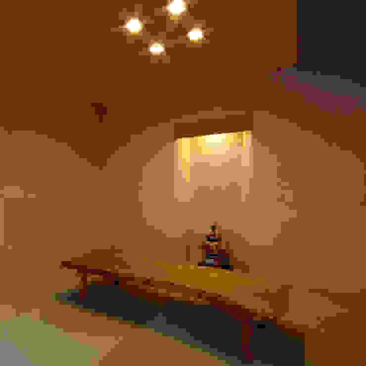 M邸 和風デザインの リビング の 株式会社アマゲロ / amgrrow Co., Ltd. 和風
