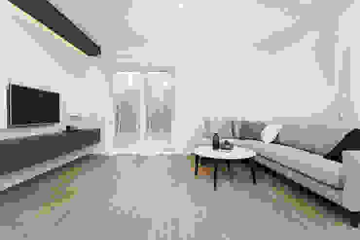 KRJ Skandynawski salon od Och_Ach_Concept Skandynawski Drewno O efekcie drewna