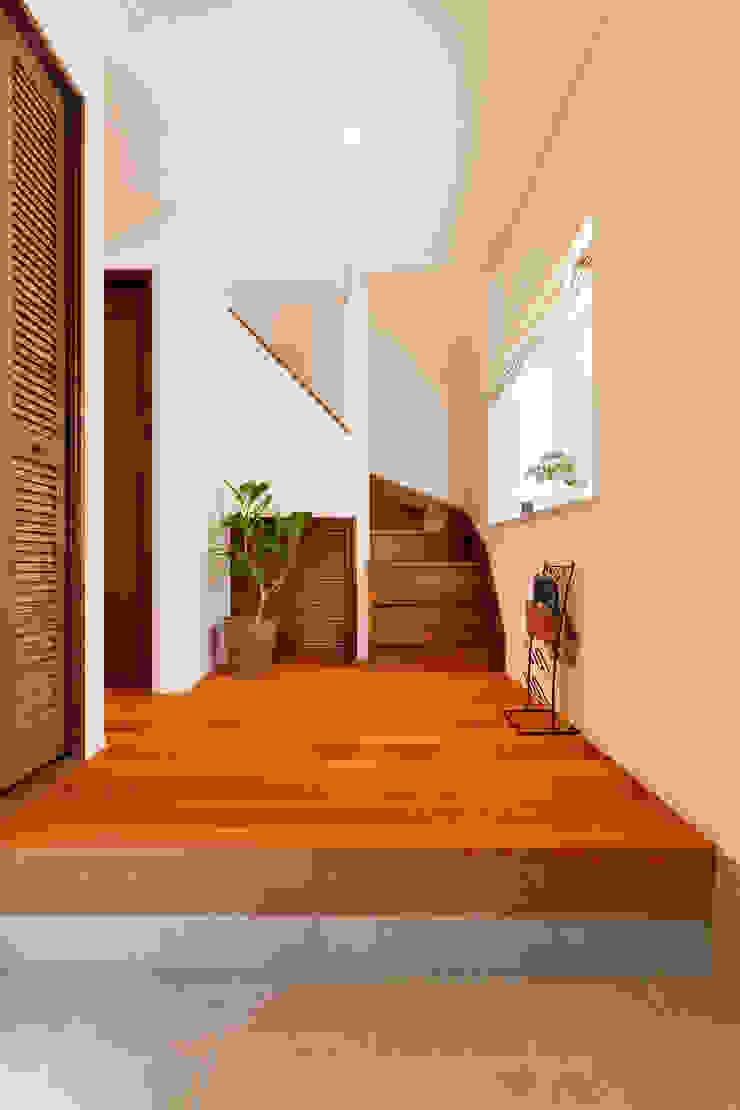吹抜けのある開放感たっぷりのリビングで、家族がつながる明るい住まい の 株式会社スタイル工房