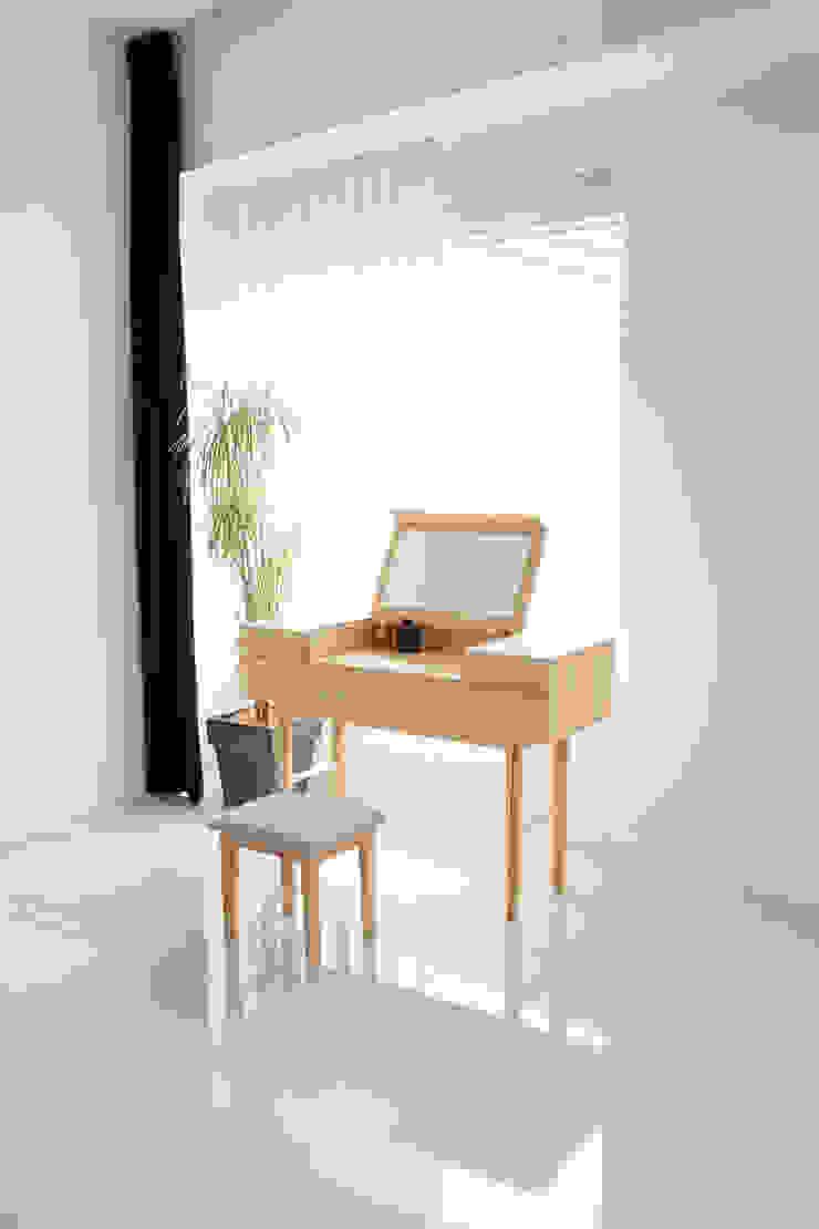 minimalist  by Bemade Furniture Studio, Minimalist Wood Wood effect