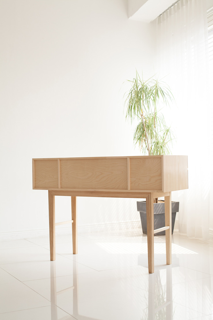 minimalist  by Bemade Furniture Studio, Minimalist Engineered Wood Transparent