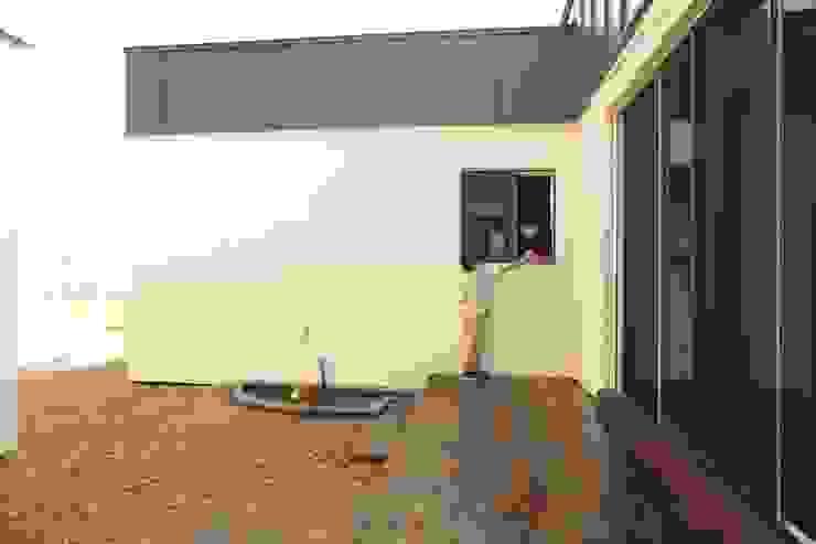 kimpo madang house 김포 두마당 집 모던스타일 발코니, 베란다 & 테라스 by 집스터디 건축 스튜디오_JIP STUDY ARCHITECTS STUDIO 모던