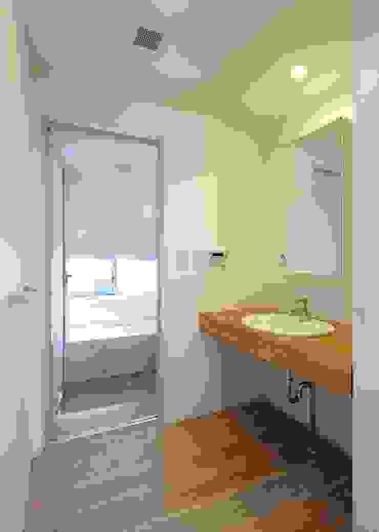 洗面室 オリジナルスタイルの お風呂 の Unico design一級建築士事務所 オリジナル