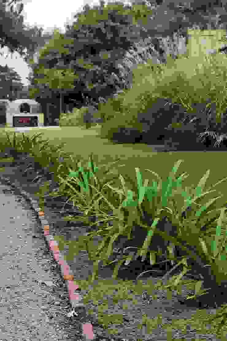 Modern garden by LAS MARIAS casa & jardin Modern