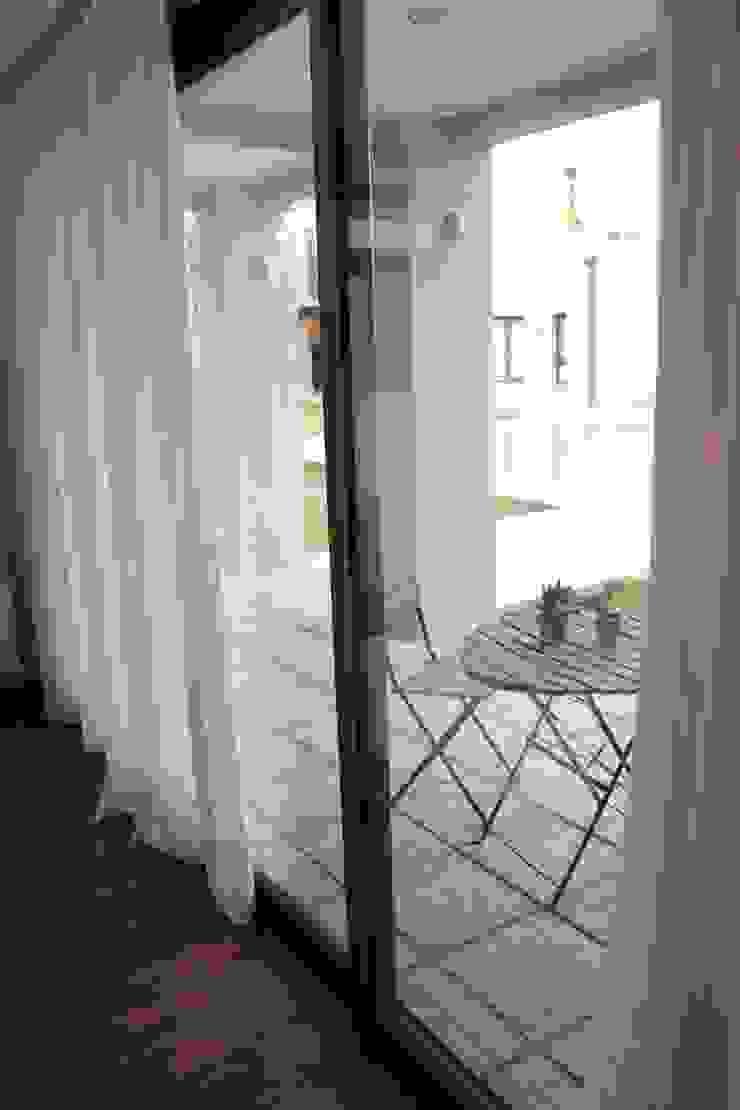 Playroom privado Livings modernos: Ideas, imágenes y decoración de LAS MARIAS casa & jardin Moderno