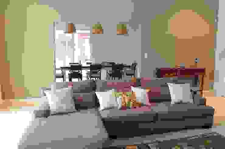 Casa en quinta privada Livings modernos: Ideas, imágenes y decoración de LAS MARIAS casa & jardin Moderno