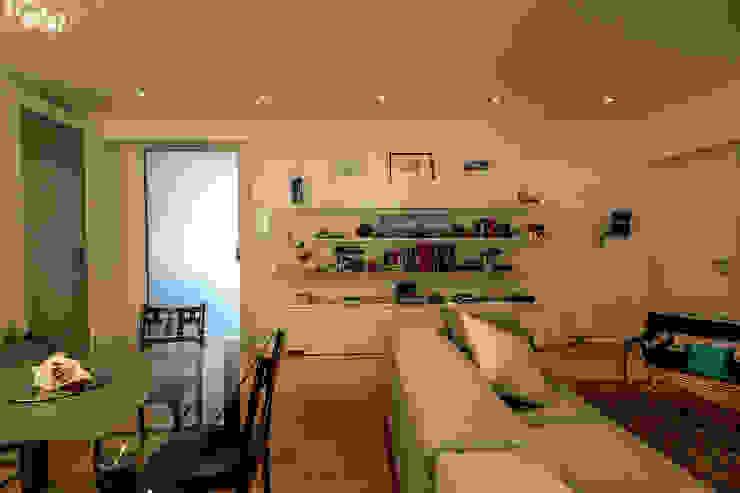 现代客厅設計點子、靈感 & 圖片 根據 Bartolucci Architetti 現代風