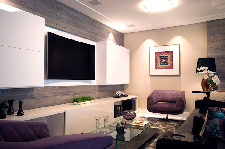 Home Salas multimídia modernas por Haus Brasil Arquitetura e Interiores Moderno