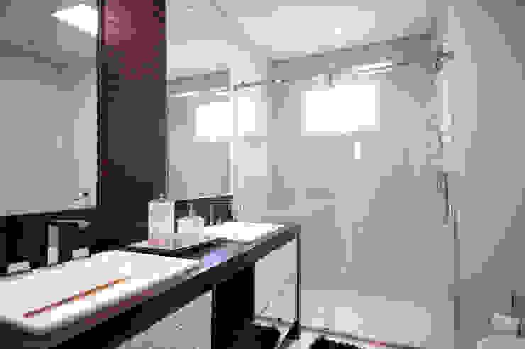 Banho Suíte Master Banheiros modernos por Haus Brasil Arquitetura e Interiores Moderno