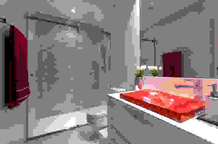 Banho Suíte Filha Banheiros modernos por Haus Brasil Arquitetura e Interiores Moderno