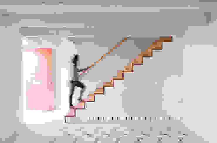 Estudio ODS Pasillos, vestíbulos y escaleras minimalistas
