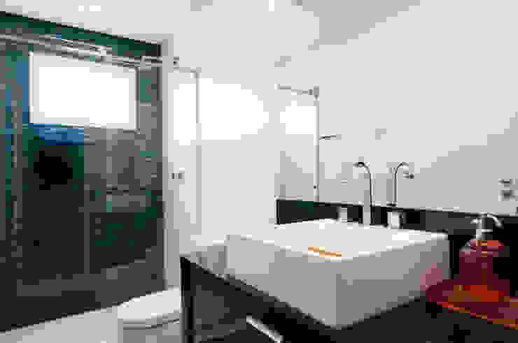 Banho Suíte Filho Banheiros modernos por Haus Brasil Arquitetura e Interiores Moderno