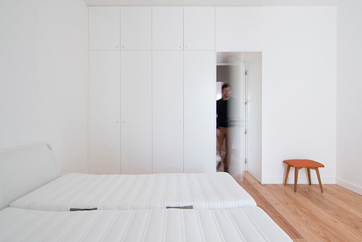 Minimalist bedroom by Estudio ODS Minimalist