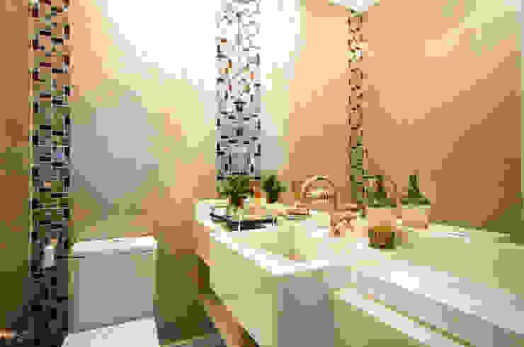 Baños de estilo ecléctico de Haus Brasil Arquitetura e Interiores Ecléctico