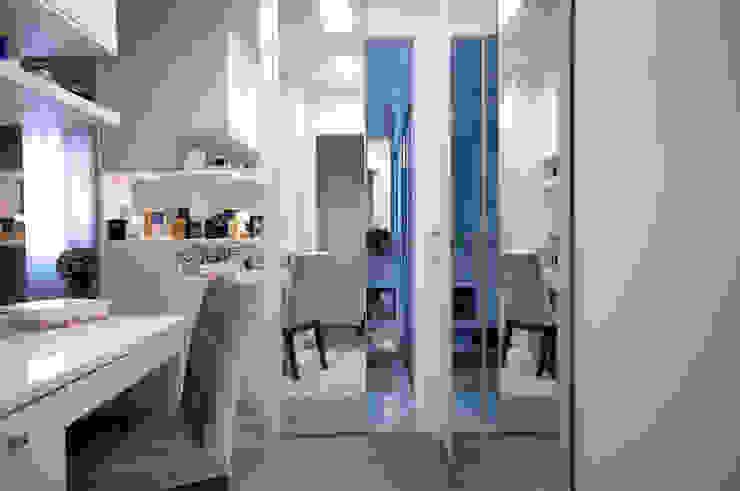 Closet Suíte Máster Closets por Haus Brasil Arquitetura e Interiores Clássico