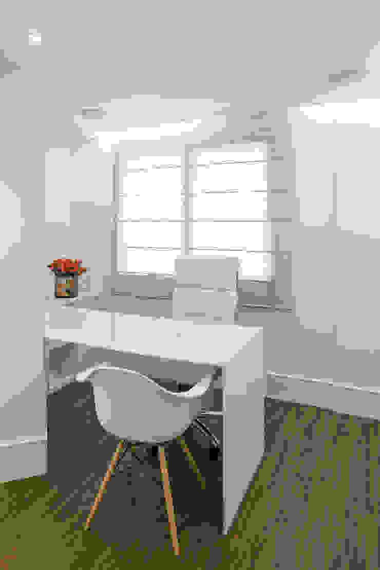 Phòng học/văn phòng phong cách tối giản bởi BEP Arquitetos Associados Tối giản