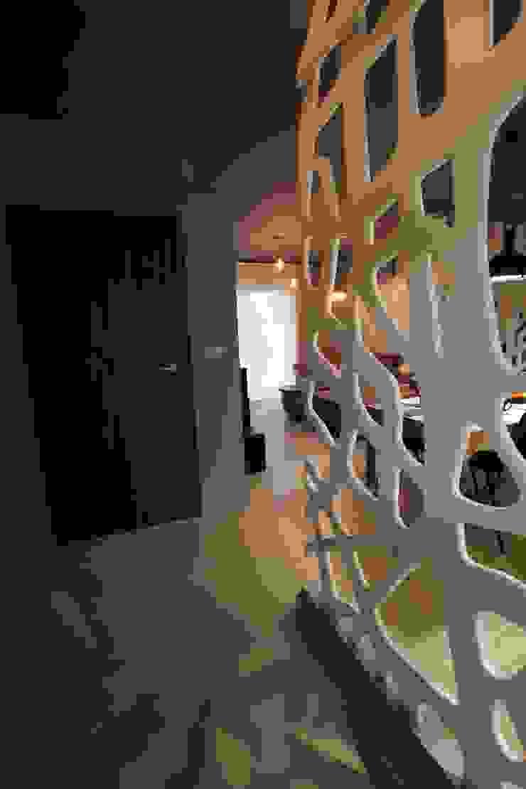 Korytarz Nowoczesny korytarz, przedpokój i schody od projektowanie wnętrz Nowoczesny