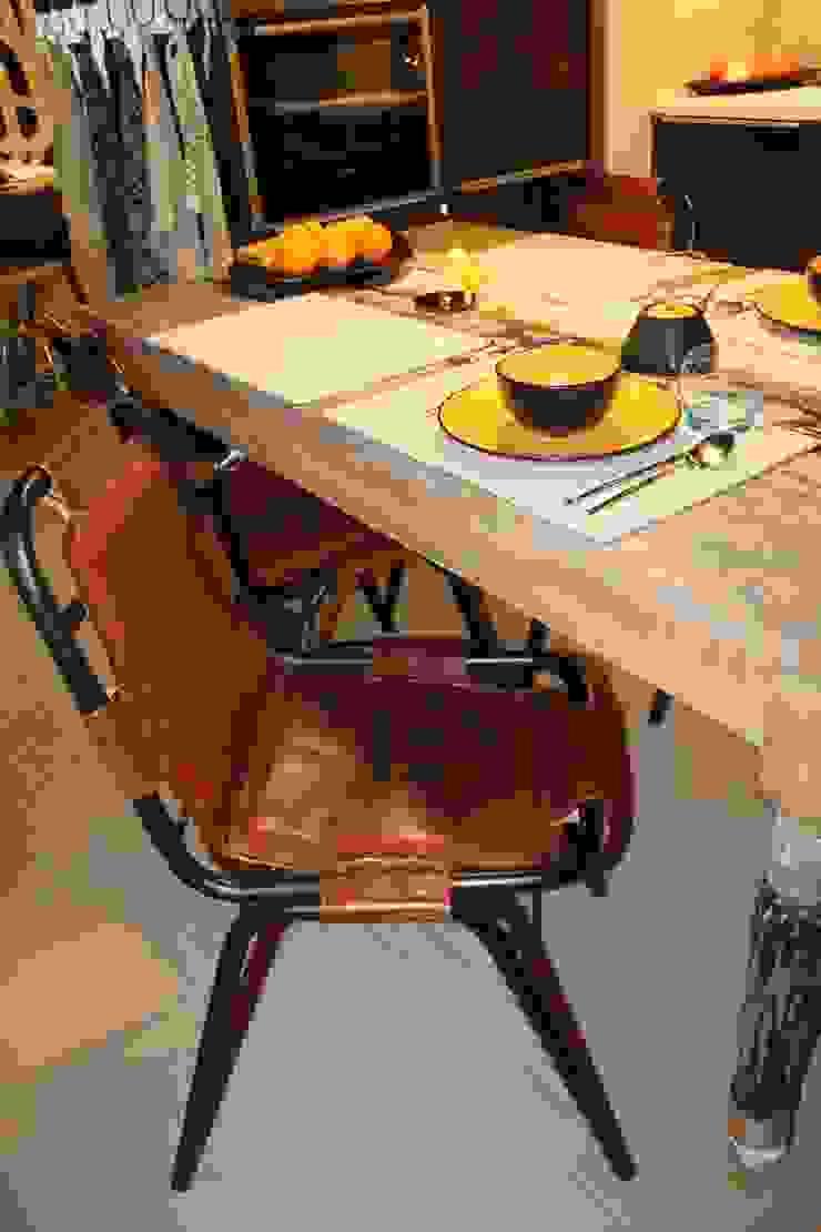 detal - krzesłao Industrialna jadalnia od projektowanie wnętrz Industrialny