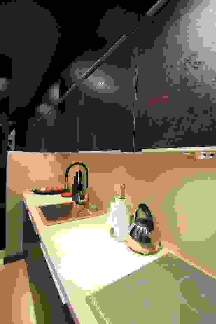 detal - struktura na szafkach kuchennych Nowoczesna kuchnia od projektowanie wnętrz Nowoczesny