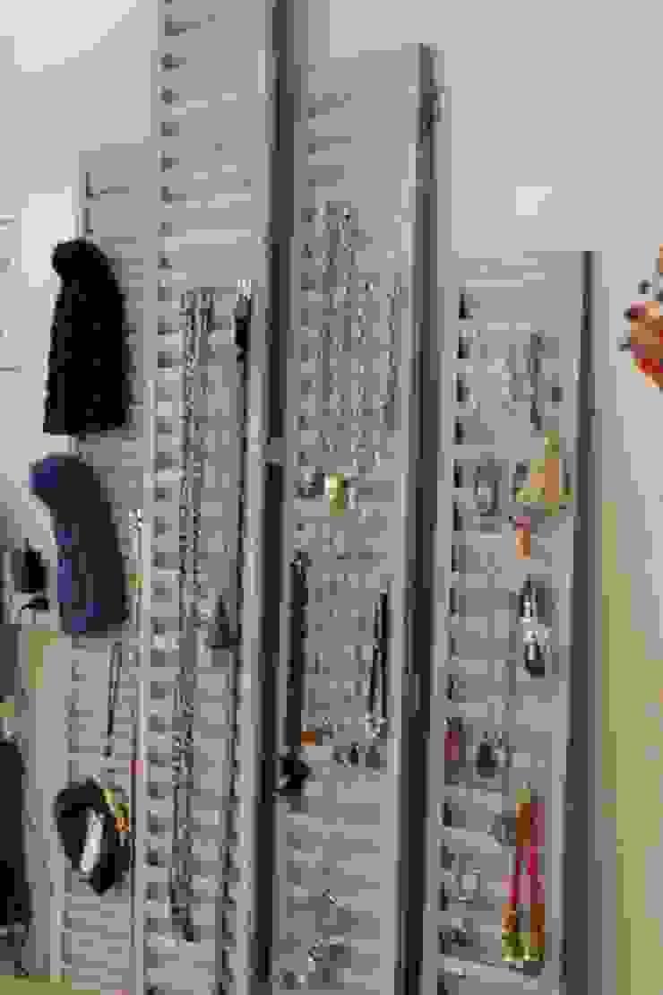 Local de indumentaria femenina <q>Uvakuruva</q> Oficinas y comercios de estilo rústico de LAS MARIAS casa & jardin Rústico