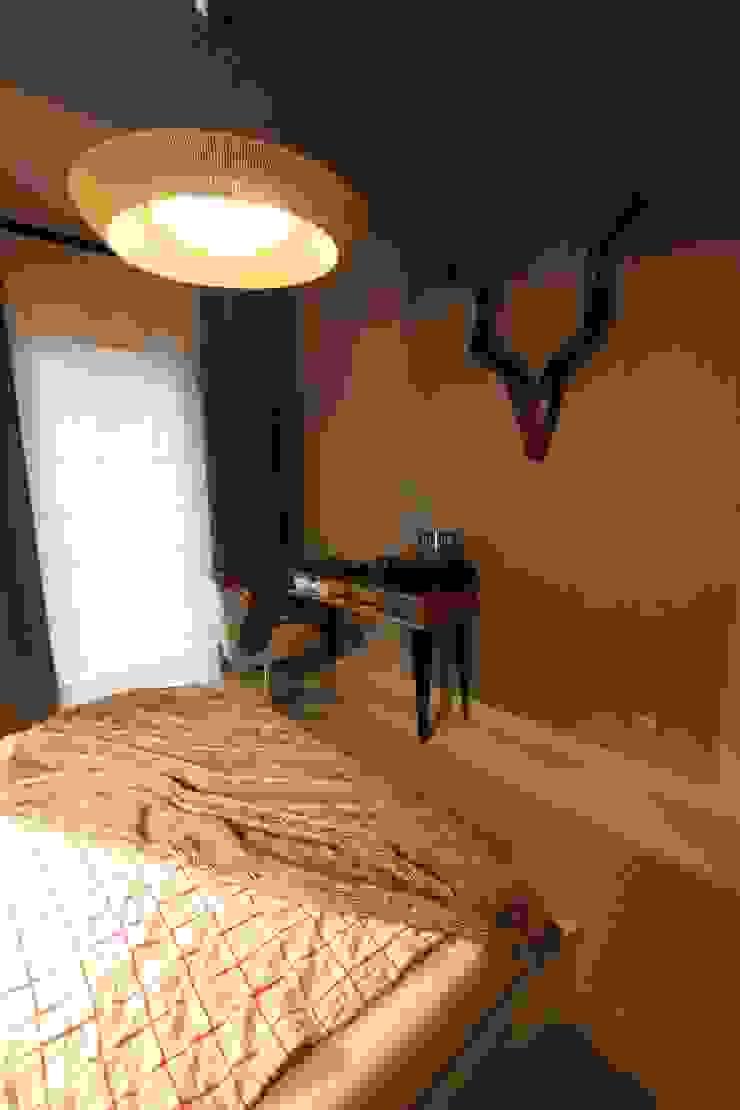 sypialnia w miękkim oświetleniu sznurkowej lampy Nowoczesna sypialnia od projektowanie wnętrz Nowoczesny