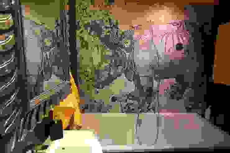 tapeta wodoodporna nad wanną Nowoczesna łazienka od projektowanie wnętrz Nowoczesny