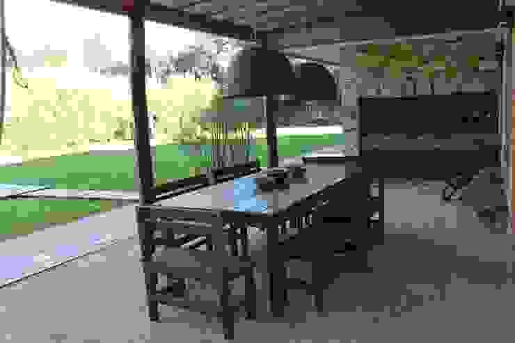 Casa quinta privada: Jardines de estilo  por LAS MARIAS casa & jardin