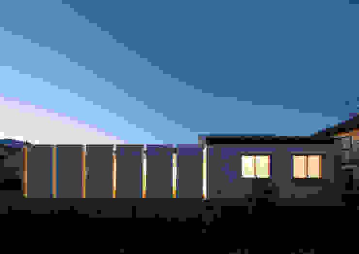 南側外観 夜景 モダンな 家 の アトリエ24一級建築士事務所 モダン