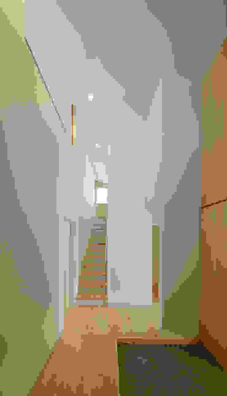 玄関 階段 モダンスタイルの 玄関&廊下&階段 の アトリエ24一級建築士事務所 モダン