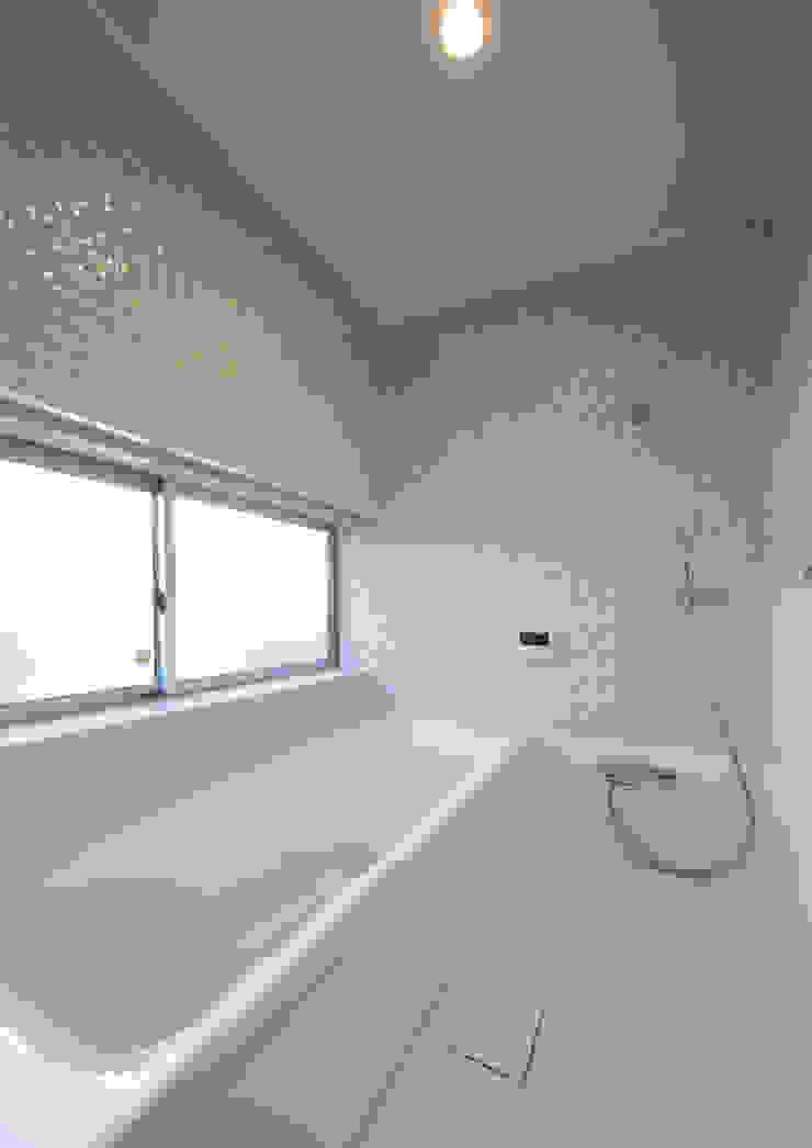 浴室 モダンスタイルの お風呂 の アトリエ24一級建築士事務所 モダン