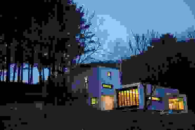 Modern houses by IEUNG Architect Modern